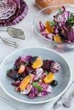 Betterave, orange, radicchio, salade d'olives Foyer sélectif Image libre de droits