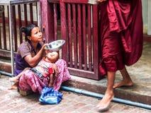 Bettler in Mandalay, Myanmar Lizenzfreie Stockfotografie