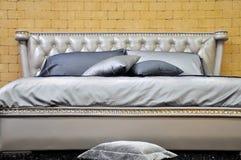 Bettwäsche in der Luxuxart Stockbilder
