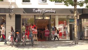 Betty Barclay-klanten stock footage
