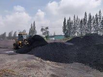 Betuminoso - carvão antracífero, armazenagem de carvão do nível superior imagens de stock royalty free