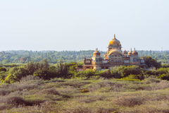 Beuatiful-Palast mit schöner Aussicht im Wald lizenzfreie stockfotografie