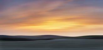 Beuatiful stort panoramalandskap av susnet över bygdwi arkivbilder