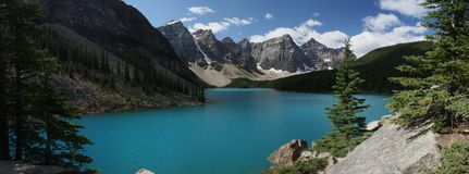 Beuatifull Mountain lake. With background peaks Stock Photos