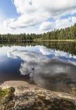 Beuautiful jeziora krajobraz w bezwietrznym letnim dniu Obraz Stock
