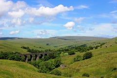 Beulen Sie Hauptviadukt, Bank zu Bahnlinie Carlisles ein Stockfotografie