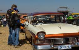 Beundra en Ford Royaltyfri Bild