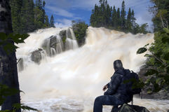 beundra vattenfall royaltyfri foto