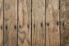 Beunruhigte vertikale hölzerne Planke verschalt Hintergrund Lizenzfreie Stockfotos