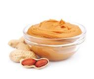 Beurre d'arachide crémeux avec des noix images stock