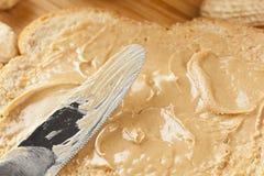 Beurre d'arachide crémeux de Brown photographie stock libre de droits