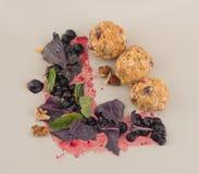 Beurre d'arachide et boules d'avoine Image libre de droits