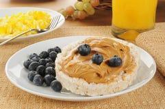 Beurre d'arachide et gâteaux de riz Image libre de droits