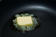 Beurre dans un carter chaud Image stock