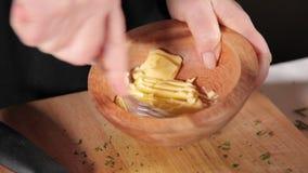 Beurre de écrasage avec la fourchette clips vidéos