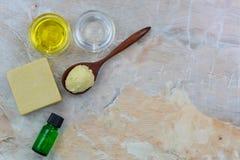 Beurre de karité, jojoba organique pressé à froid d'or, huile de noix de coco, ol photographie stock