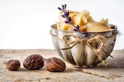 Beurre et noix de bassie Photographie stock libre de droits
