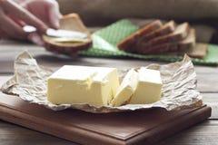 Beurre et pain frais Images stock