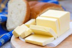 Beurre frais sur la table en bois Photographie stock libre de droits