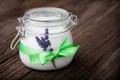 Beurre naturel DIY de corps de lavande et de noix de coco Images libres de droits