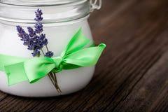 Beurre naturel DIY de corps de lavande et de noix de coco Image libre de droits