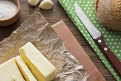 Beurre sur la table photos stock
