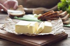 Beurre sur le conseil photo stock