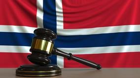 Beurteilen Sie ` s Hammer und blockieren Sie gegen die Flagge von Norwegen Begriffs-Wiedergabe 3D des norwegischen Gerichtes Stock Abbildung
