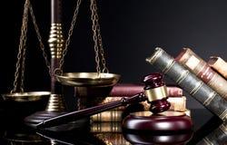 Beurteilen Sie ` s Hammer und dcale von Gerechtigkeit lizenzfreie stockfotografie