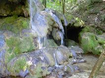 BeusniÅ£a, de meest spectaculaire waterval in Roemenië stock foto