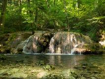 Beusnita-Wasserfall in Nationalpark Beusnita Lizenzfreie Stockfotografie