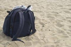 Beutel auf dem Strand Lizenzfreie Stockfotografie