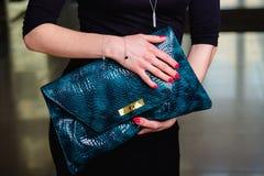 Beutel der Dame Nahaufnahme der grünen Lederhandtasche Lizenzfreie Stockfotografie