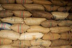 Beutel voll des Kaffees stockfotografie
