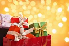 Beutel voll des Weihnachtsgeschenks Stockfotos