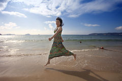 Beutiful asian girl jumping on the beach Royalty Free Stock Photography