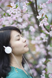 Beutiful asian girl listening music Royalty Free Stock Photography