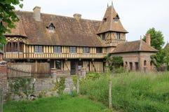 Beuvron en Auge美丽如画的村庄在Normandie 免版税库存照片