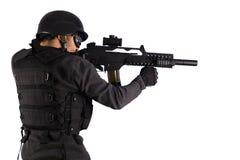 beväpnad gata för anfallpolisskytte Arkivbild