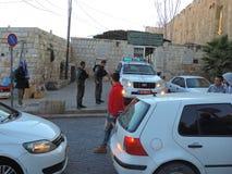 Beväpnade säkerhetsmän på porten av al-Aqsamoskén, Jerusalem Royaltyfri Foto