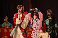 """Beva i generali amari delle donne di Pechino Opera"""" del vino del  del € di Yang Familyâ Fotografia Stock Libera da Diritti"""
