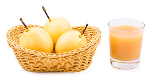 Beva la pera e una pera matura sulla a Fotografie Stock