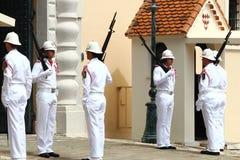 Bevaka ändrande ceremoni, slotten för prins` s, Monaco Arkivbilder