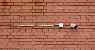 Bevakningkamera med kabel arkivfoto