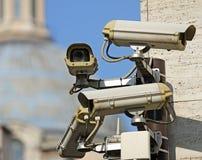 Bevakningkamera som ser alla huvudsakliga punkter av den stora metropolen Royaltyfria Bilder