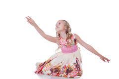 Bevallig blondemeisje die in studio dansen stock foto