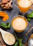 Bevanda calda con aloe vera e curcuma Immagine Stock Libera da Diritti
