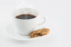 Bevanda calda con uno spuntino Fotografia Stock Libera da Diritti