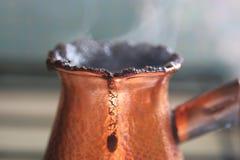 Bevanda calda del caffè di Turkish del cuoco Fotografia Stock Libera da Diritti