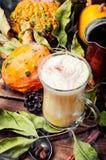Bevanda calda di autunno del Latte fotografia stock libera da diritti